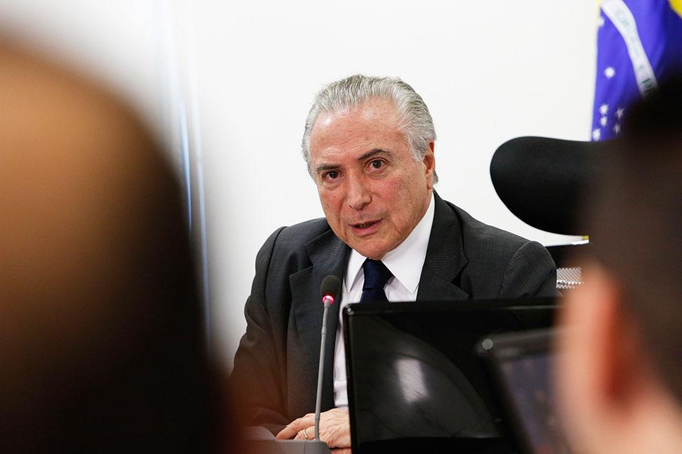"""""""NÃO DESISTIREI DE MUDAR PREVIDÊNCIA SÓ PORQUE O POVO REJEITA"""", DIZ TEMER"""